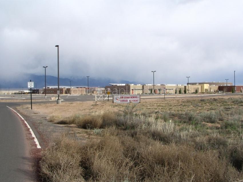 Los Lunas School